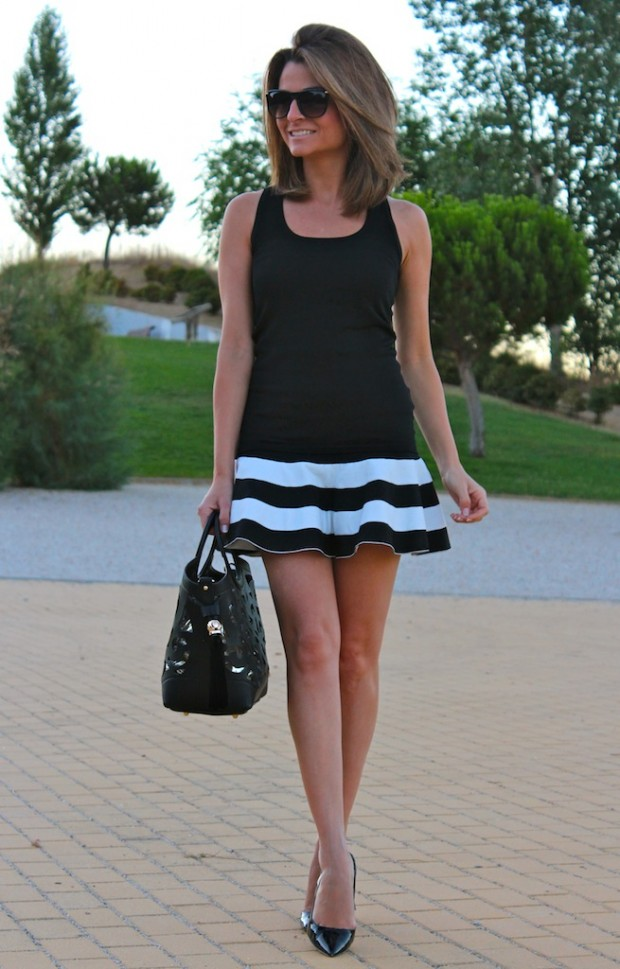 22 Dynamic Combinations of Black & White Stripes