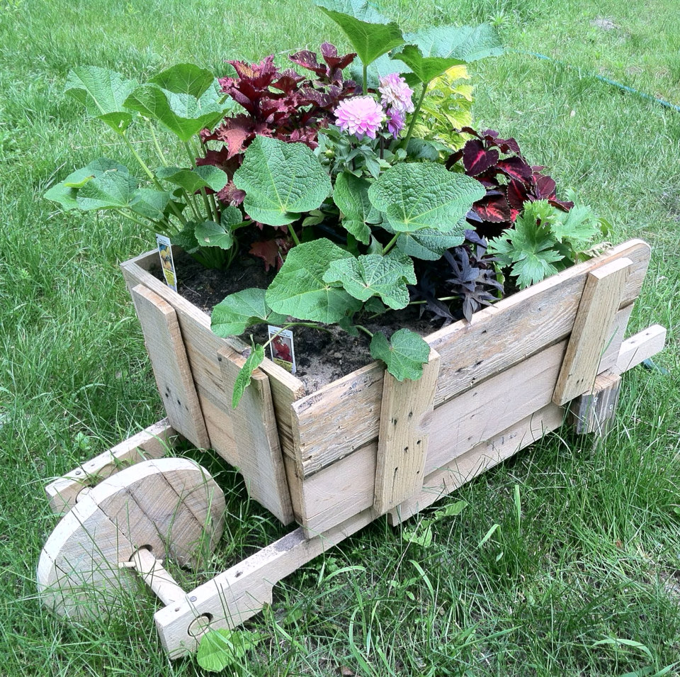 16 amazing reclaimed wood diy garden ideas style motivation - Garden ideas diy ...