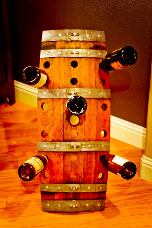 15 Cool DIY Projects From Recycled Wine Barrel Wood (8)