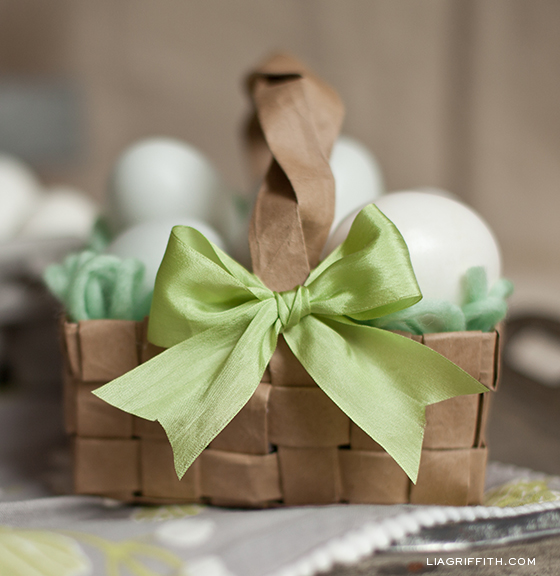 16 Amazing DIY Decorations You Should Make for Easter    (15)