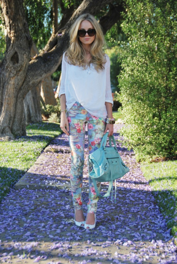 17 Amazing Outfit Ideas with Floral Pants (10)