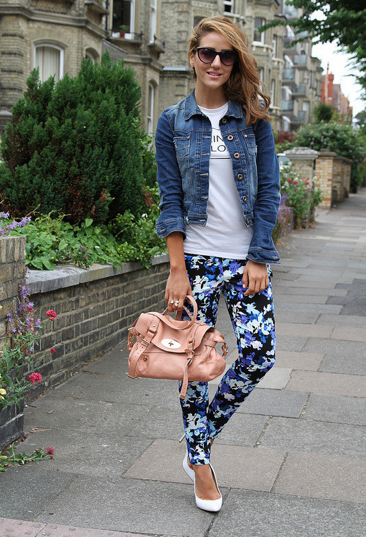 17 Amazing Outfit Ideas with Floral Pants (12)