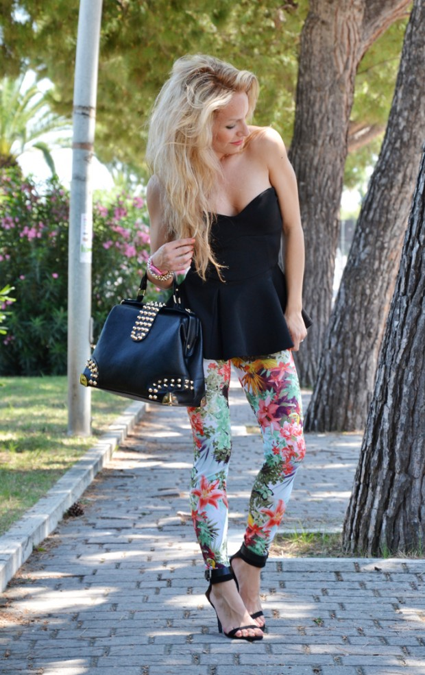 17 amazing outfit ideas with floral pants style motivation. Black Bedroom Furniture Sets. Home Design Ideas
