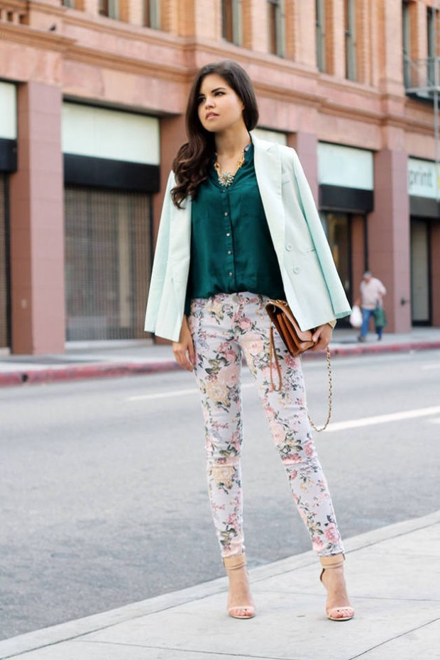 17 Amazing Outfit Ideas with Floral Pants (6)