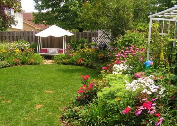 18 Landscaping Ideas for Small Backyards (1)