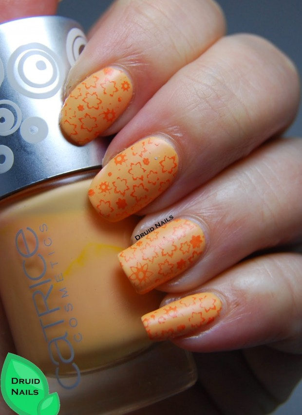 18 Lovely Nail Art Ideas in Bright Colors and Creative Designs (5)