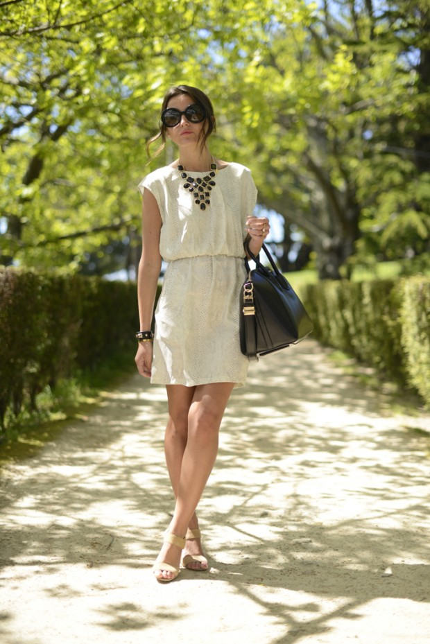 18 Stylish Outfits with Statement Necklaces        (13)