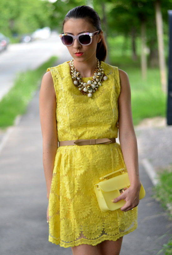 18 Stylish Outfits with Statement Necklaces        (16)