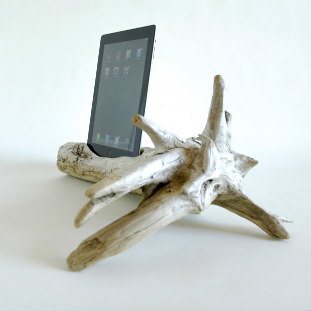 22 Easy DIY Driftwood Docking Stations for Your Devices (1)