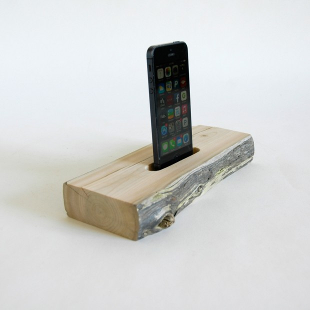 22 Easy DIY Driftwood Docking Stations for Your Devices (10)