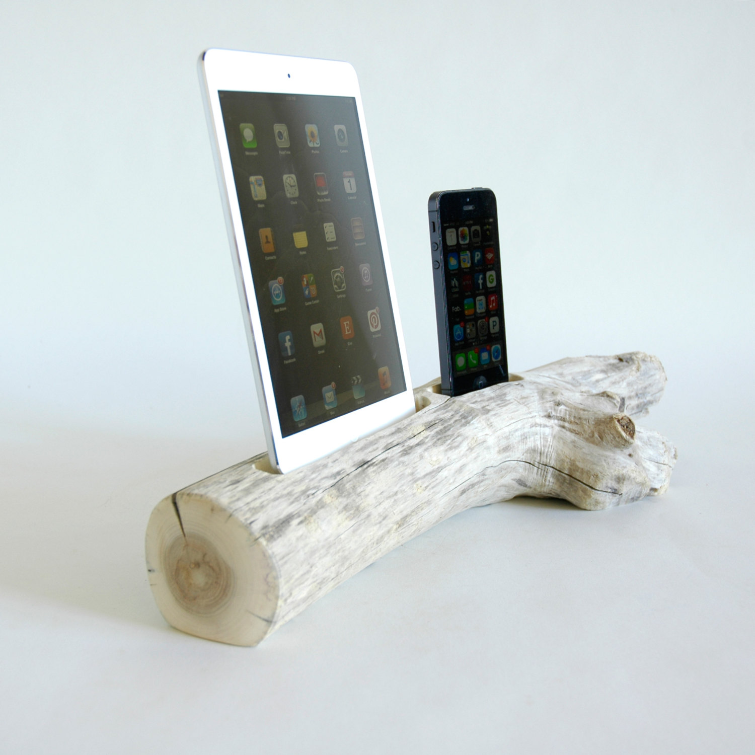 22 Easy DIY Driftwood Docking Stations for Your Devices
