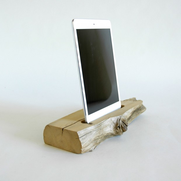 22 Easy DIY Driftwood Docking Stations for Your Devices (12)