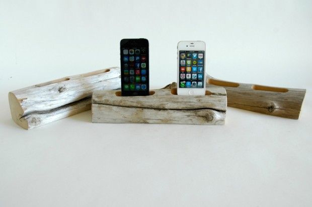 22 Easy DIY Driftwood Docking Stations for Your Devices (16)