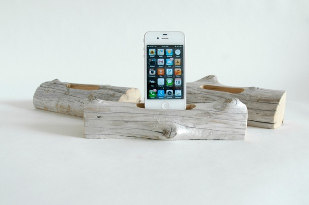 22 Easy DIY Driftwood Docking Stations for Your Devices (18)