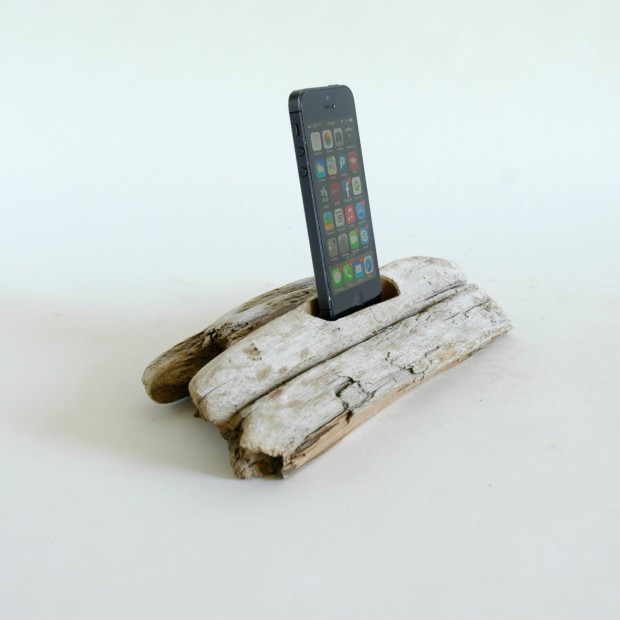 22 Easy DIY Driftwood Docking Stations for Your Devices (20)