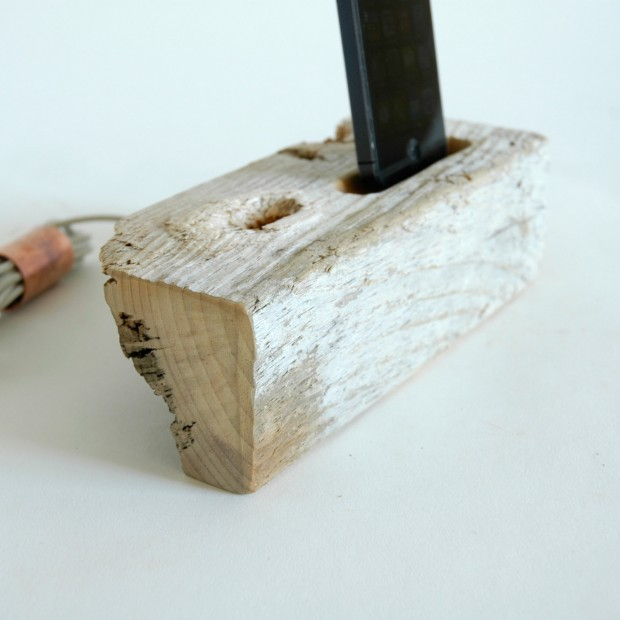 22 Easy DIY Driftwood Docking Stations for Your Devices (3)