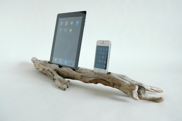 22 Easy DIY Driftwood Docking Stations for Your Devices (4)