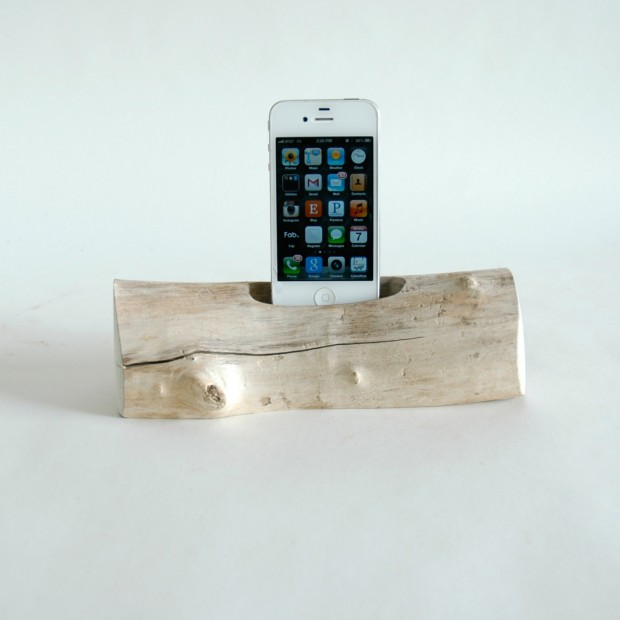 22 Easy DIY Driftwood Docking Stations for Your Devices (5)