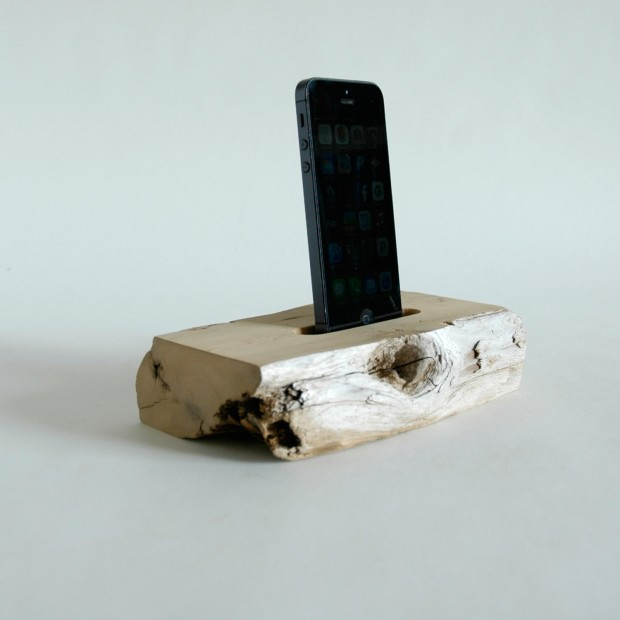 22 Easy DIY Driftwood Docking Stations for Your Devices (6)
