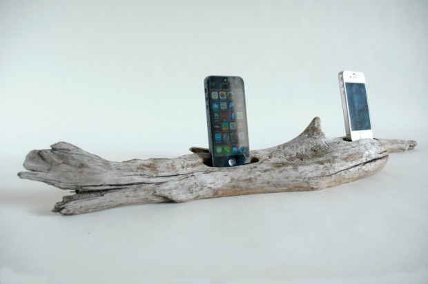 22 Easy DIY Driftwood Docking Stations for Your Devices (7)