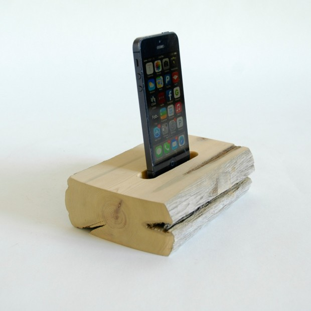 22 Easy DIY Driftwood Docking Stations for Your Devices (8)