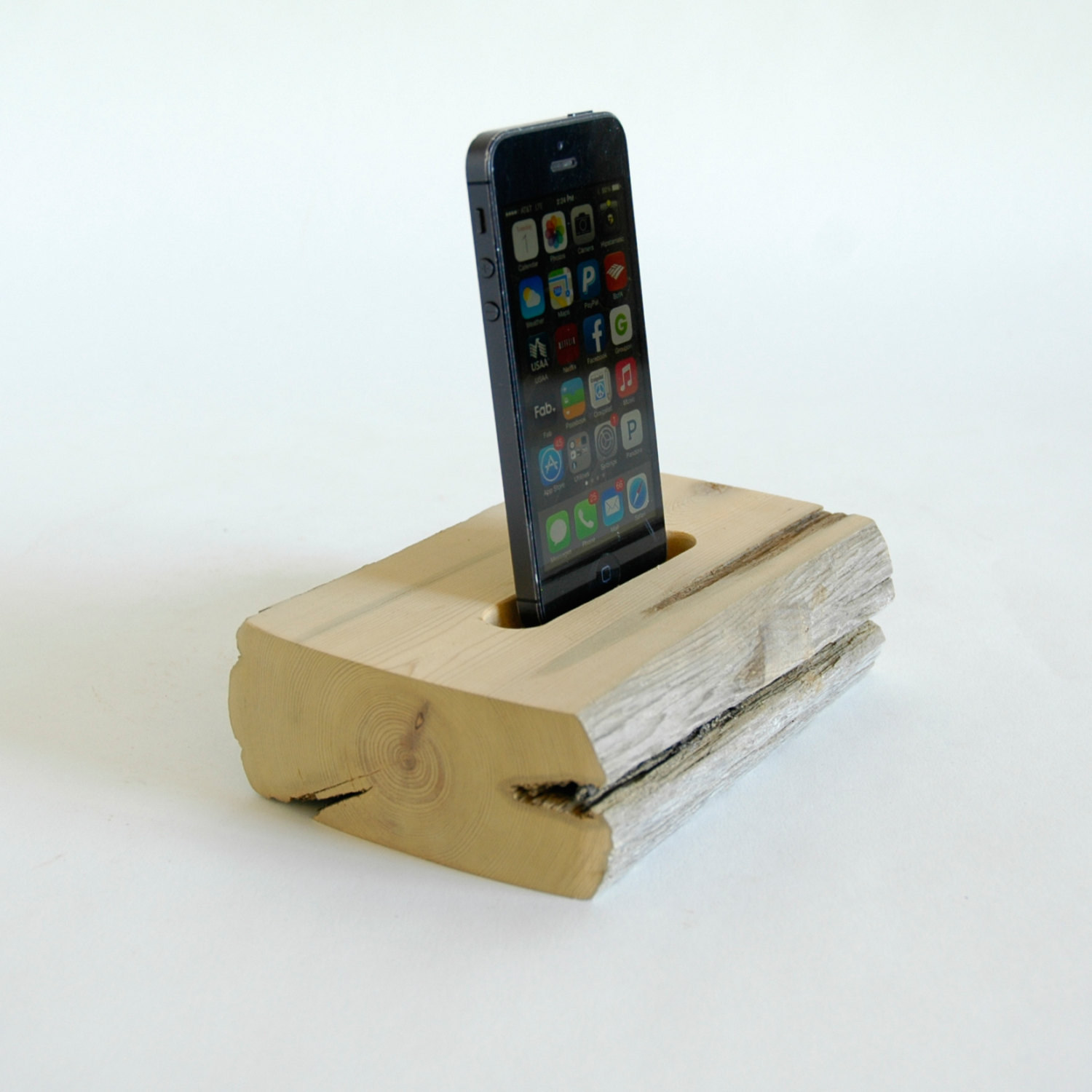 22 easy diy driftwood docking stations for your devices. Black Bedroom Furniture Sets. Home Design Ideas