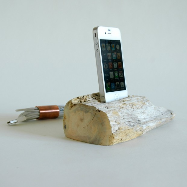 22 Easy DIY Driftwood Docking Stations for Your Devices (9)