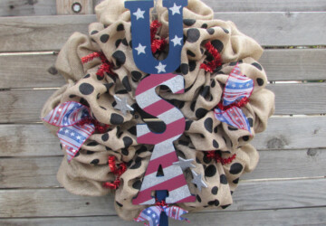 15 Festive Handmade 4th of July Wreath Designs - wreath, patriotic, patriot, national, july, holiday, handmade, flag, felt, fabric, diy, country, burlap, americana, american, 4th