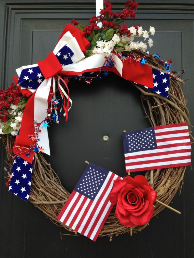 15 Festive Handmade 4th of July Wreath Designs (10)