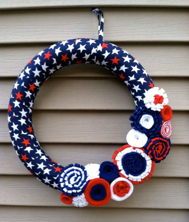 15 Festive Handmade 4th of July Wreath Designs (12)