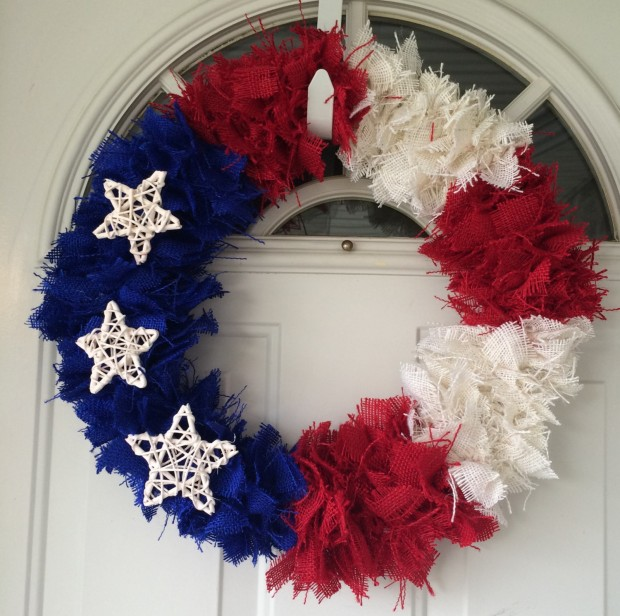 15 Festive Handmade 4th of July Wreath Designs (3)