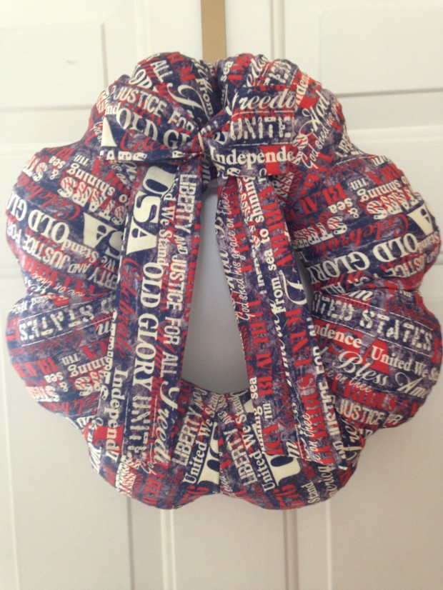 15 Festive Handmade 4th of July Wreath Designs (5)
