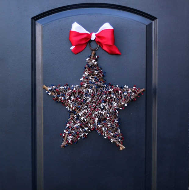 15 Festive Handmade 4th of July Wreath Designs (7)
