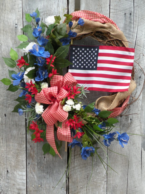 15 Festive Handmade 4th of July Wreath Designs (8)