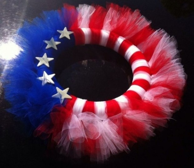 15 Festive Handmade 4th of July Wreath Designs (9)