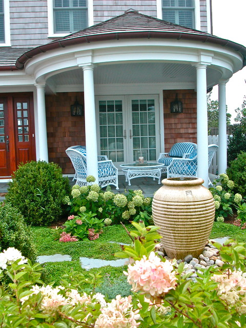 Wicker Patio Furniture Ideas for Perfect Outdoor Summer Decor (15)