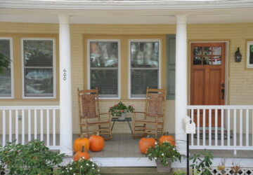 18 Pretty Front Porch Decorating Ideas for Fall - porch decor, fall porch decor, fall decor