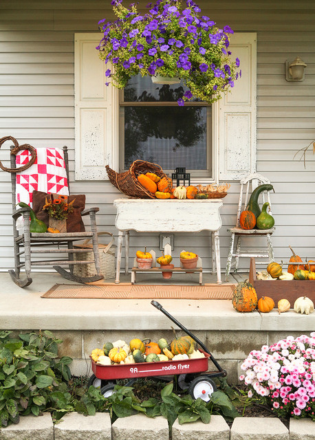 18 Pretty Front Porch Decorating Ideas for Fall & 18 Pretty Front Porch Decorating Ideas for Fall - Style Motivation