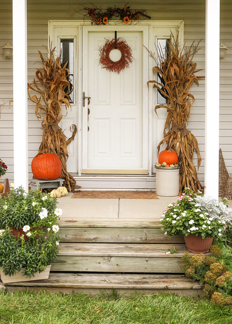 18 pretty front porch decorating ideas for fall style - Fall decorating ideas for front porch ...