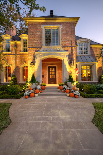 18 pretty front porch decorating ideas for fall style Beautiful fall front porches
