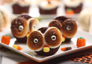 17 Spooky and Delicious Halloween Desserts and Treats Recipes - Halloween treats, Halloween recipes, Halloween party, Halloween desserts, halloween