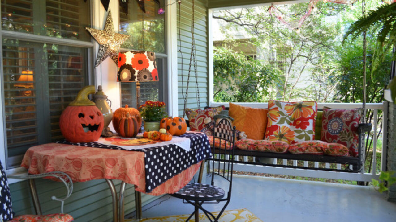 28 Spooky Front Porch Decorating Ideas for Halloween