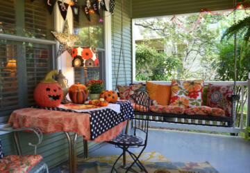 16 Spooky Front Porch Decorating Ideas for Halloween - outdoor Halloween decor, outdoor decor, Halloween decorations, halloween