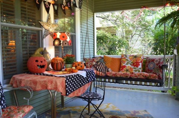 16 spooky front porch decorating ideas for halloween - style ... - Patio Halloween Decorating Ideas