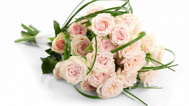 Holidays___International_Womens_Day_Delicate_pink_bouquet_of_flowers_to_the_girl_on_March_8_057095_