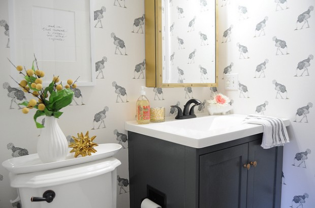 5 Decorating Tips for Small Bathrooms