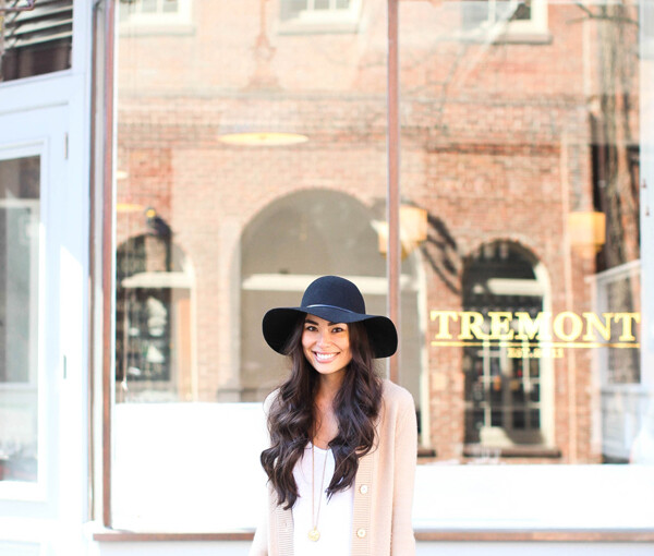 22 Stylish Outfit Ideas with Hats for Trendy Fall Look  - woman hats, hat outfit udeas, hat, floppy hat, fall trend, fall outfit ideas, fall fashion