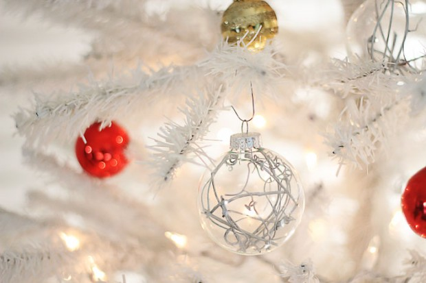 Create Joyful Atmosphere with this 23 Easy and Clever Handmade Christmas Ornaments
