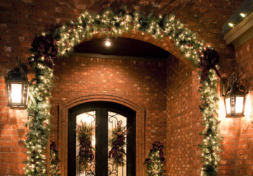 Create a Warm Welcome - 22 Festive Christmas Front Door Decoration Ideas - Porch, outdoor, Front door, decoratind, christmas spirit, christmas decoration ideas, Christmas