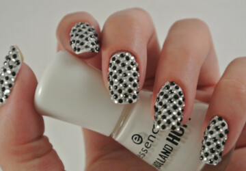 Amazing Black and White Nail Designs-17 Unique Nail Art Ideas You Will Love - nail design, black and white nail art, amazing nail art